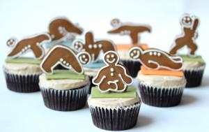 gingerbread-yoga-men-cupcakes